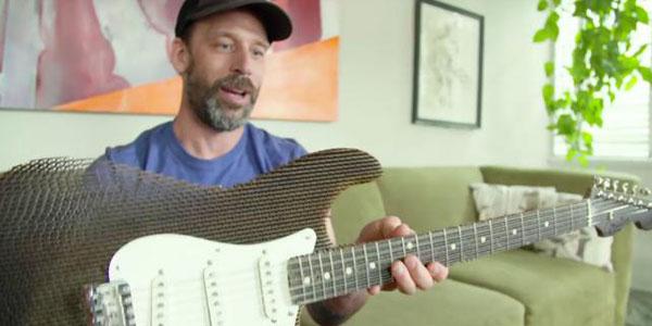 ARTELuthiers del Corrugado: Fabrican Guitarra de Cartón